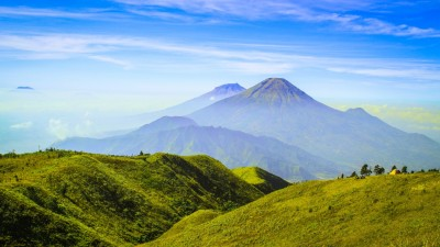 Mt Sindoro & Mt Sumbing viewed from Mt Prau Summit Author: Rheza Pradana.